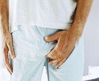 Каковы причины выделений белого цвета у мужчин, и как это лечить