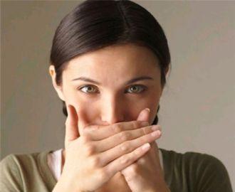 Почему выделения у женщин пахнут чесноком