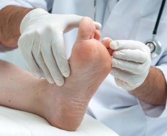 Проявление и лечение герпеса на ноге