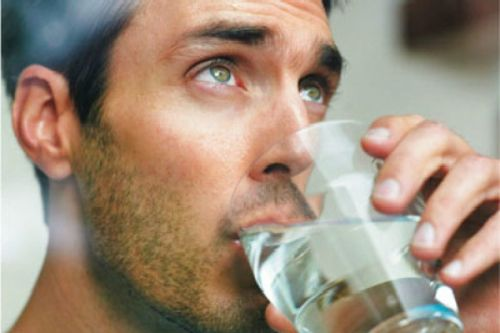 Сильный запах мочи у мужчин причины 22