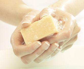 Помогает ли хозяйственное мыло при лечении молочницы?