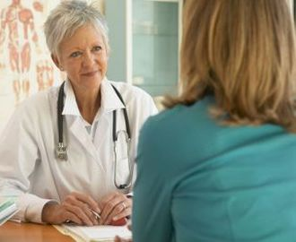 Какие симптомы папилломы на шейке матки и как её лечить