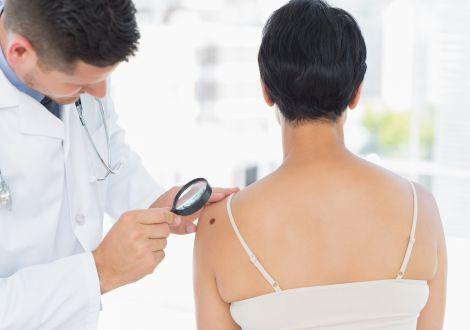 Какая клиническая и лабораторная диагностика проводится при сифилисе?
