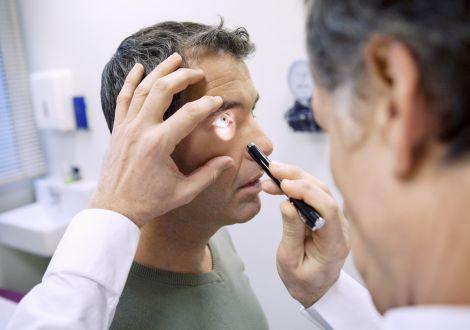 Какие симптомы при поражении глаз сифилисом, какое лечение выбрать?